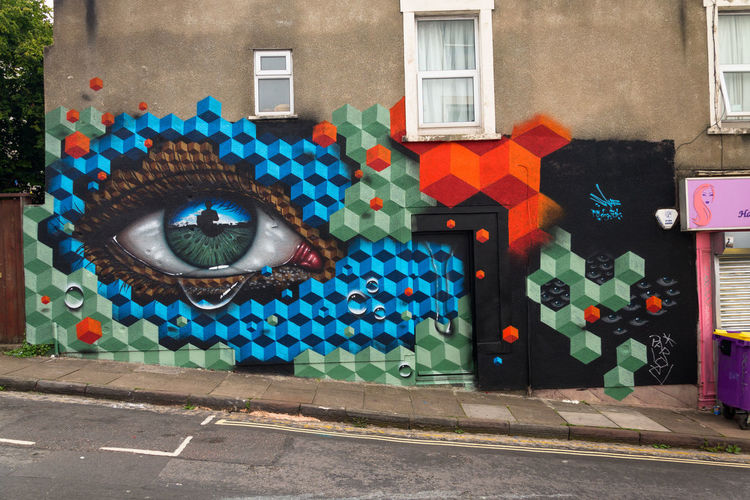 Creativity Outdoors Psssst. ..♥ Love ♥ No People Streetphotography Graffiti Graffiti Art Street Art Streetart/graffiti StreetArtEverywhere Eye Tears Bristol, England Bristol Upfest2017 Mydogsighs Snub23