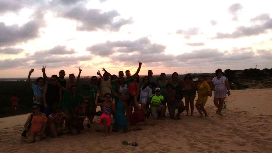 Por Do Sol Canoa Quebrada-CE Leo Viagens Excursão boa parte da galera reunida no primeiro passeio.