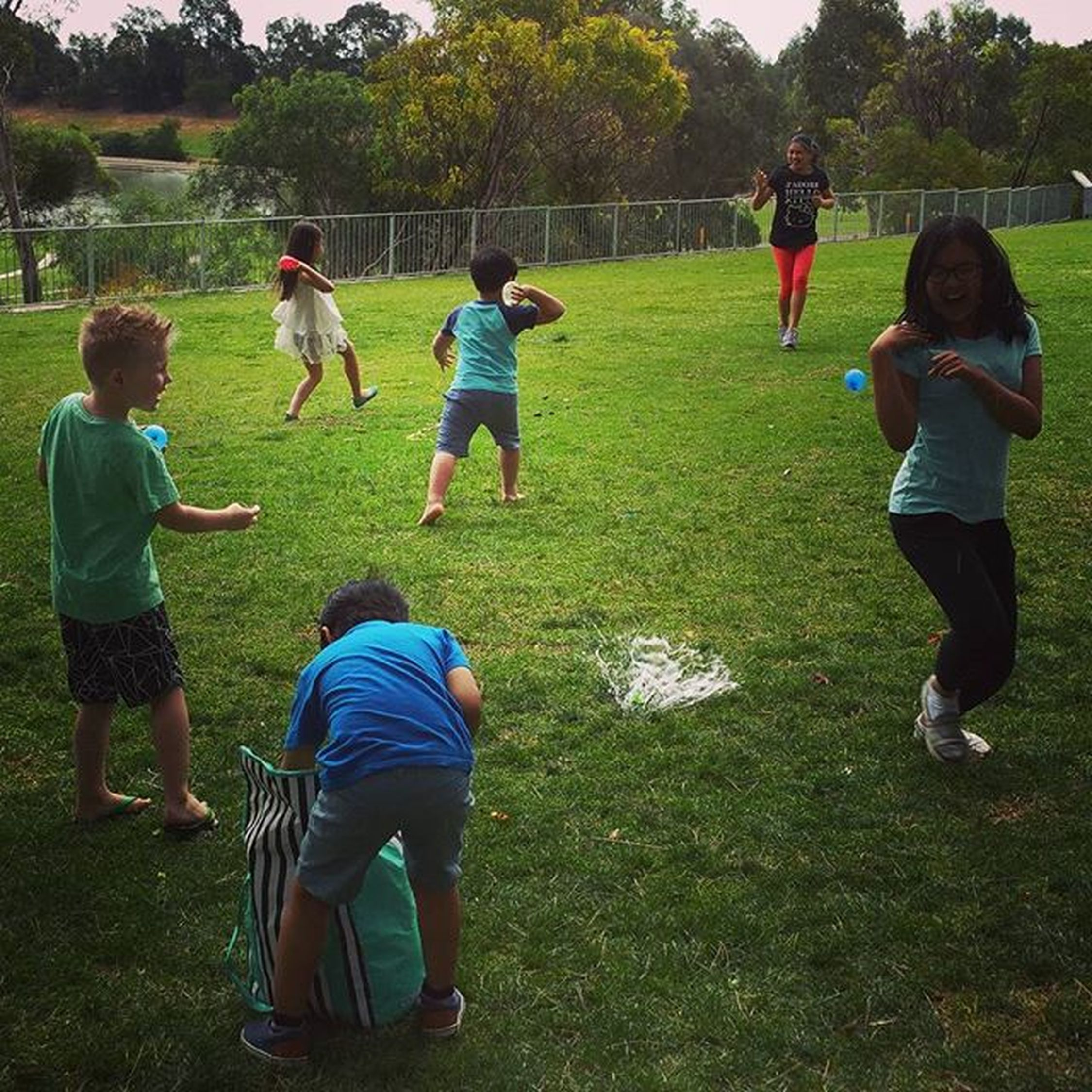 The highlight of the day: waterballoon fight!!! Adventuretime Park Splishsplash Squeal Balloons Superfun Kidsplaying Actionshot Maxadventures Keepingupwithmem