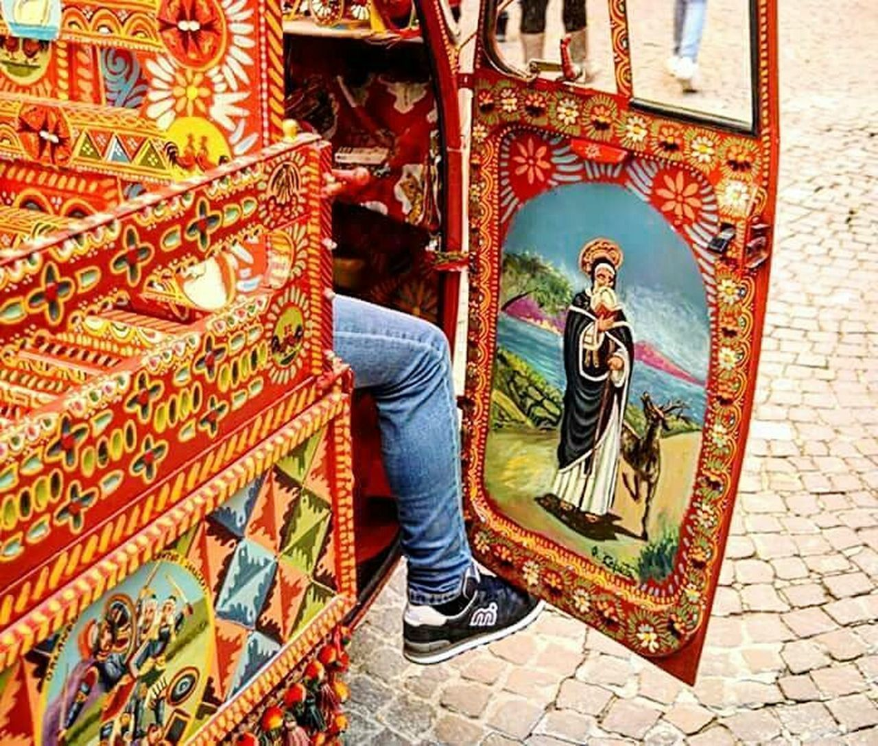 Festejando Festes I Tradicions Tradition Ape Adults Only Multi Colored Travel Agrigento Sweet Food Bowl Land Vehicle One Man Only Low Angle View Architecture People Prague Czech Republic Chair One Person Travel Destinations Adults Only Adult Day Outdoors Architecture Statue