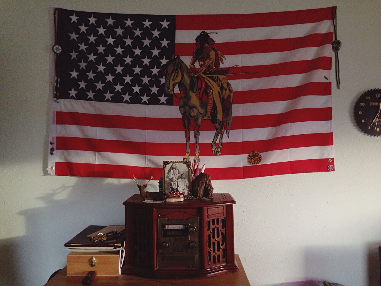 grandpas man cave Recordplayer Flag Chillspot