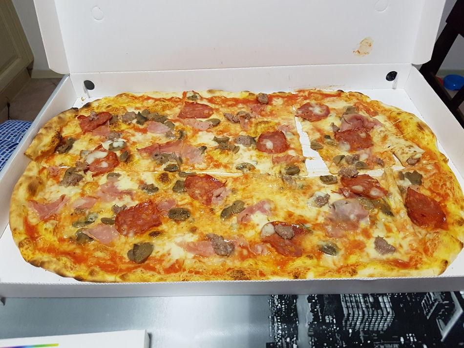 Show Us Your Takeaway! Pizza Takeaway Quattro Stagioni Salami Taking Photos Relaxing Enjoying Life Yummy