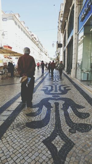 Street Large Group Of People Men Building Exterior Adult People Built Structure City Lifestyles Day Outdoors City Life Lisbon - Portugal Street Photography Sky Cityscape Tranquility City Architecture City Biulding The Street Photographer - 2017 EyeEm Awards