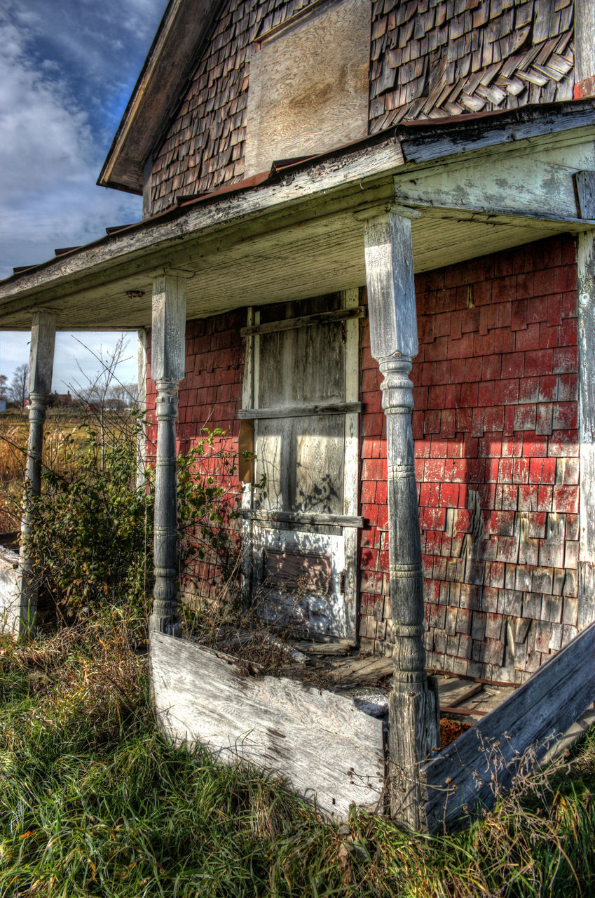 abandoned, architecture, built structure, building exterior, run-down, weathered, damaged, no people, house, outdoors, day, bad condition, grass, field, wood - material, old ruin, rural scene, sky, nature, tree