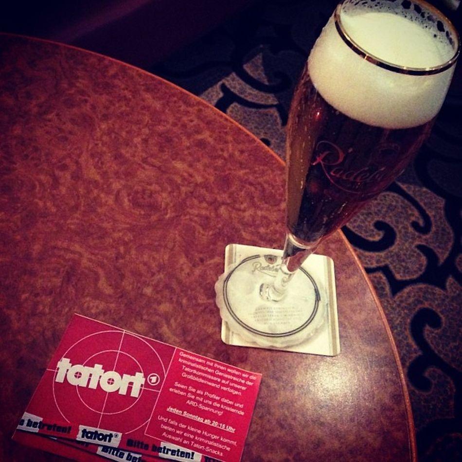 Jetzt #Tatort inder Hotel-Bar Wyndham Radeberger Wyndhamgarden Beer Berlin Bar Tatort Hotel Bier Flyer Mitte Instabeer Pils Hotelbar