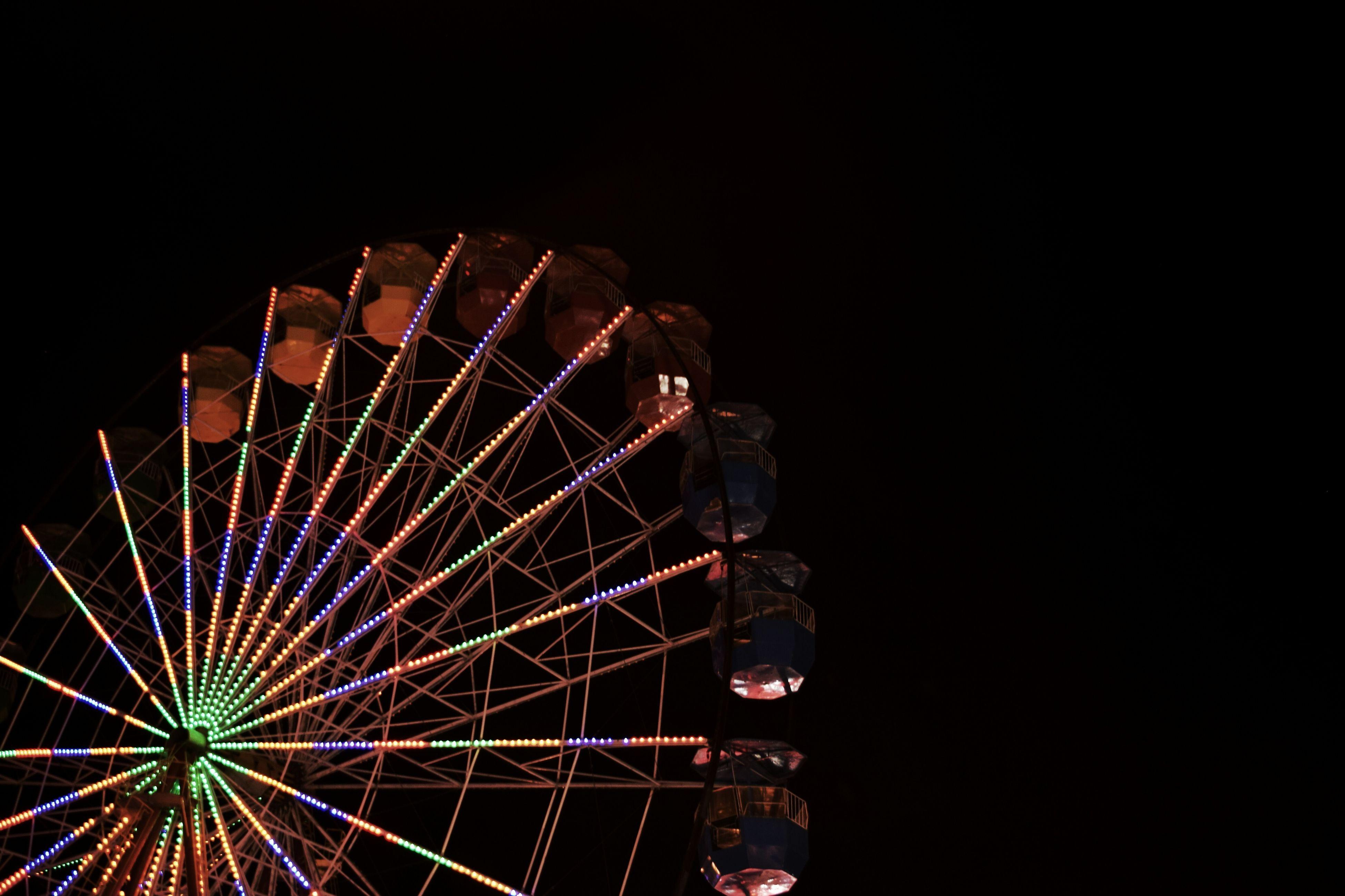 Ferris Wheel Ferriswheel Amusementpark Amusememt Park Night Nightphotography Night Photography Minimal Minimalism Minimalist Minimalistic شهربازی چرخ_و_فلک
