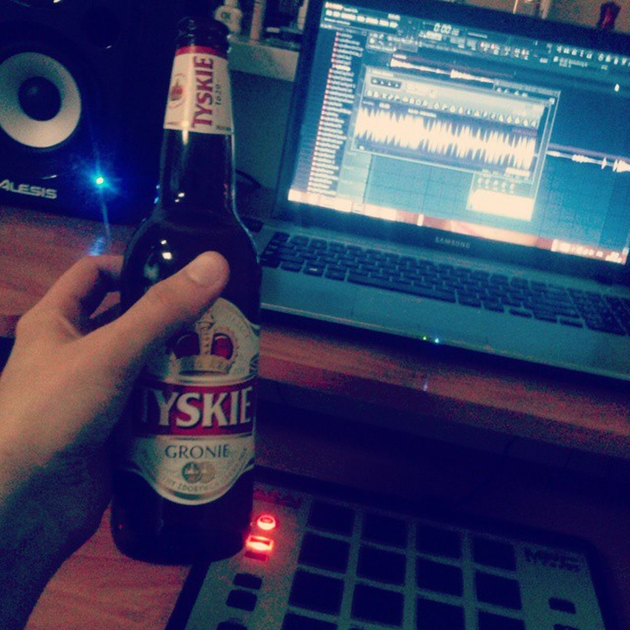 Ja nie spie ;) Beatmaking MPC Mpcelement Sampled HipHop Instrumentals Instagood Tyskie Piwko Nightlife