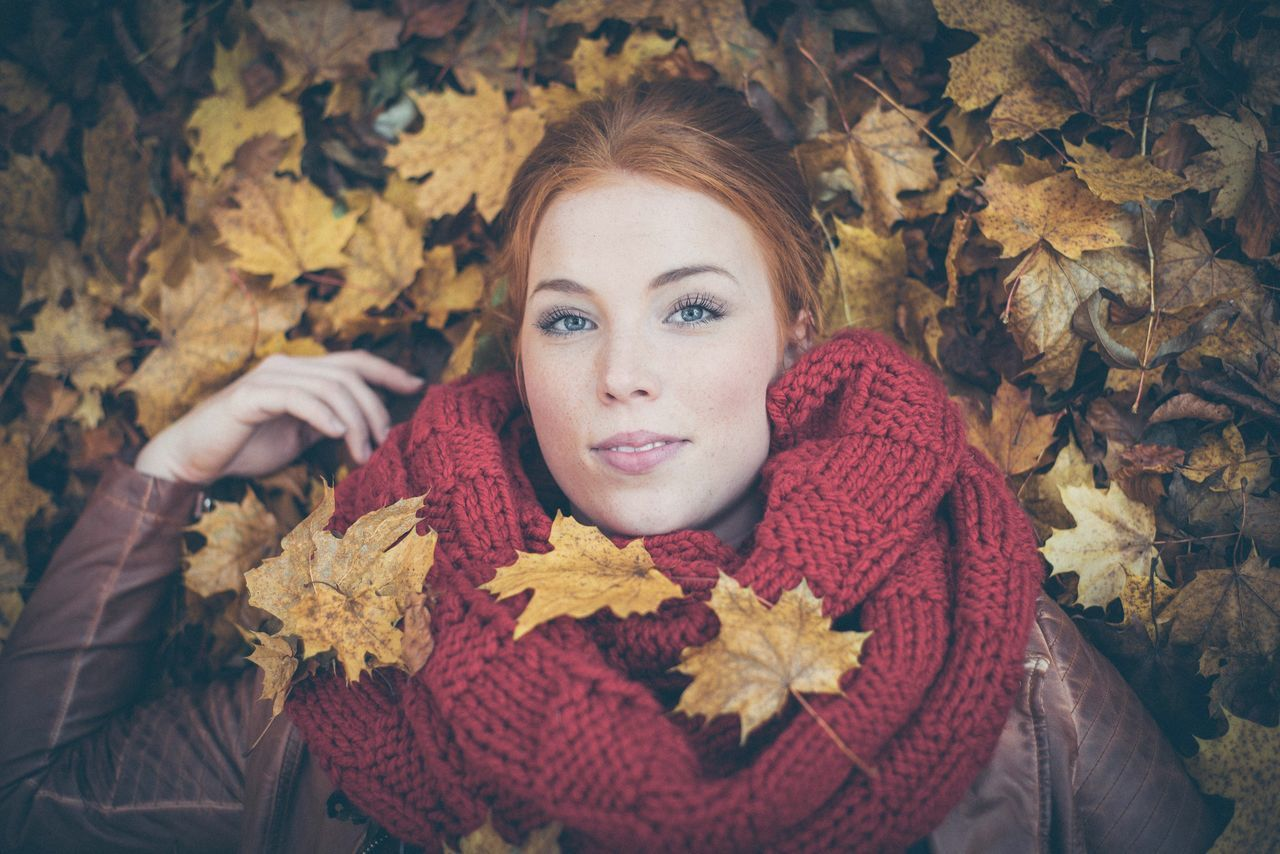 autumn, leaf, change, beautiful woman, beauty, young adult, young women, one person, looking at camera, portrait, maple leaf, nature, smiling, one young woman only, red, front view, scarf, lifestyles, beauty in nature, blond hair, beautiful people, headshot, one woman only, leisure activity, adult, only women, real people, happiness, women, human body part, outdoors, warm clothing, day, close-up, people, maple, adults only