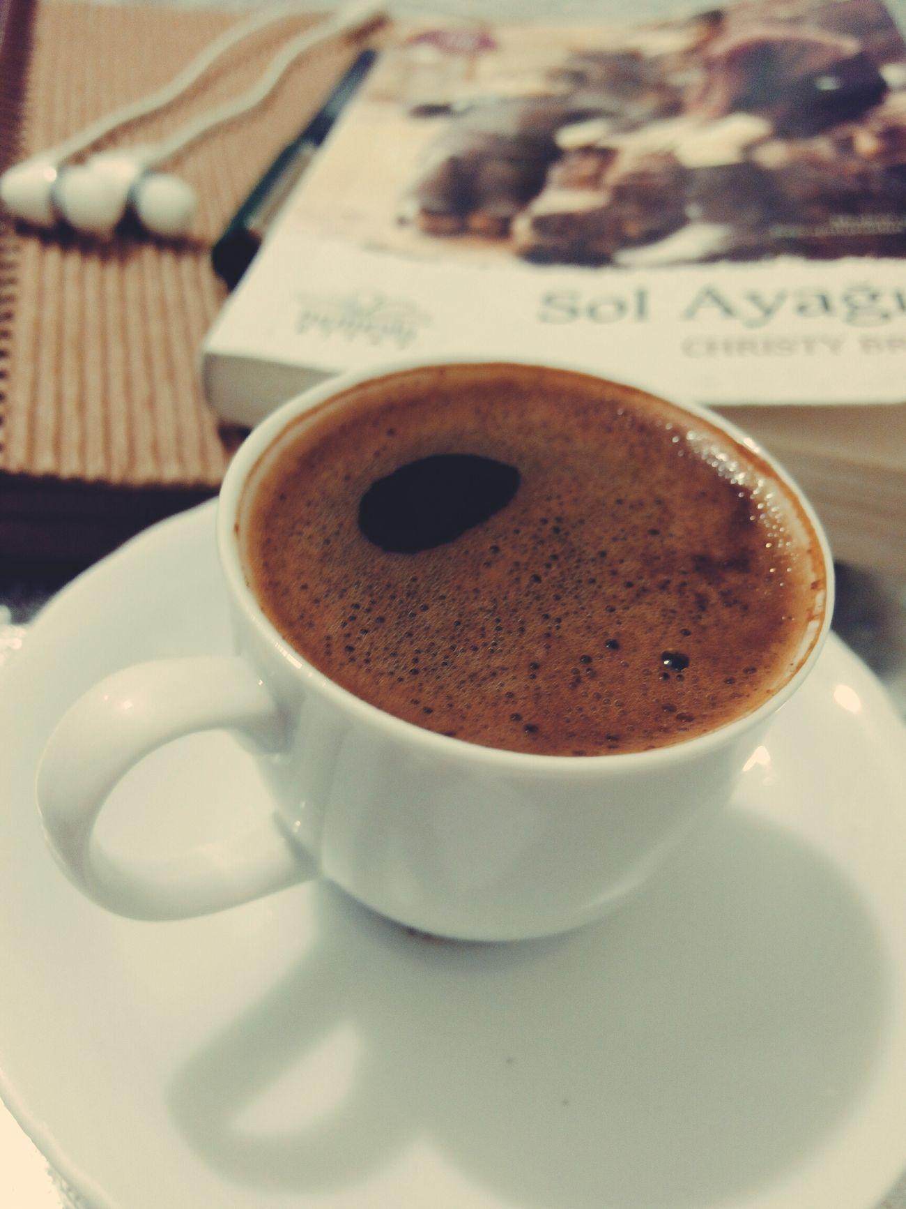 Köpüksüz falan ama neyse Turkishcoffee Turkish Coffee Kahvekeyfi Keyif Türkkahvesi Tambirkeyif Books Kitap