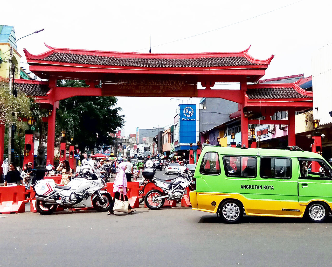 Gate in Chinese settlement Architecture Building Exterior Built Structure Day Land Vehicle Large Group Of People Men Outdoors Real People Red Streetphotography Transportation