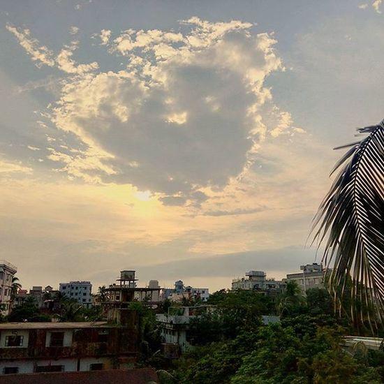 Peek a boo🙈 Cloudporn Skyporn Sky Cityscape Landscape Clouds Igers Instagramers Instagood Instadaily Instalike Vscodaily VSCO Vscocam Photography Picoftheday Photooftheday Nostalgia Bangladesh Latergram Wanderlust Nature Wanderer Beautifulday BeautifulBANGLADESH