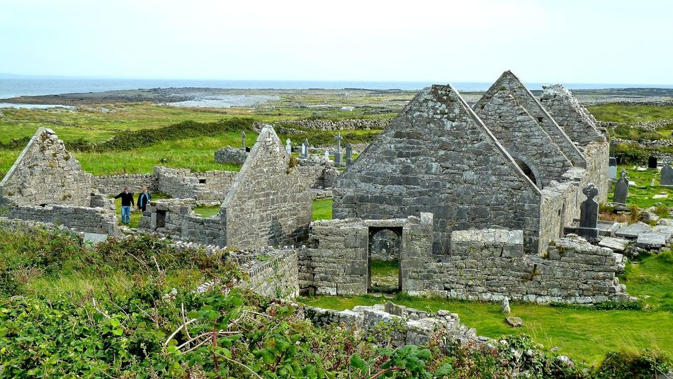 Aran Aran Inseln Aran Islands Church Churches Ireland Irelandinspires Ireland🍀 Irland Ruined Seven Churches, Aran Islands Sieben Kirchen, Aran Inseln Steine Steinmauer Stine Wall Stone
