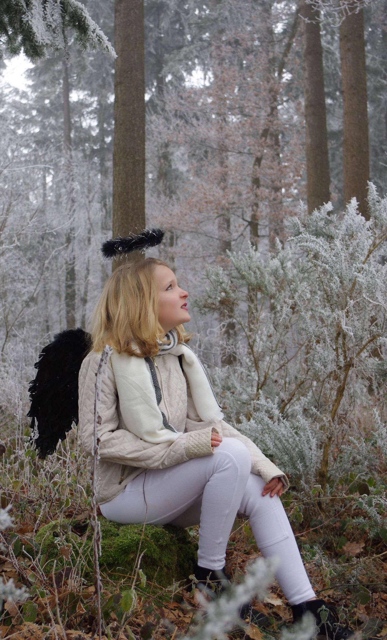 Série 1/6 Angel Shooting Frozen Nature Tree Full Length Freshness Blond Hair Young Adult Happiness Tree Trunk Day One Woman Only Outdoors