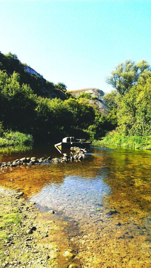 прозрачная вода , красивые холмы, вдыхаю полной грудью простор этой страны..