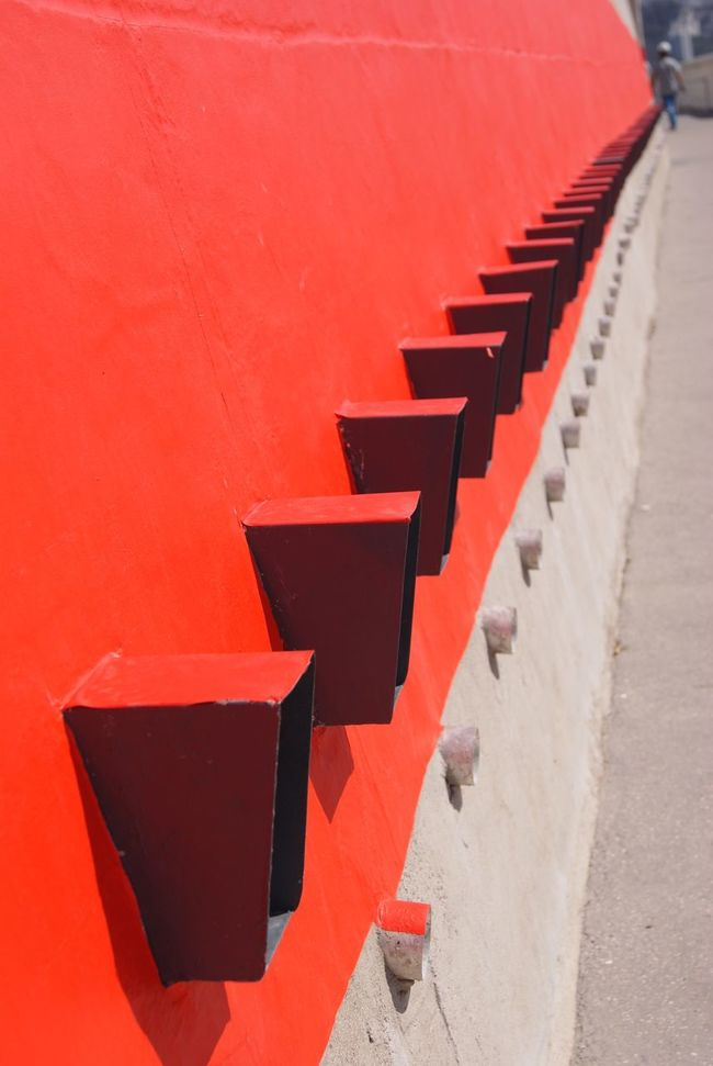 rouge, red, rojo, roso Le Mur The Wall Colors Of My Life Red Rouge Amazing Place Amazing Building Amazing Architecture La Maison Du Fada La Cité Radieuse Le Corbusier 20th Century Marseille Je T'aime The Way I See Things Where I Live No Edit/no Filter Fine Art Photography UNESCO World Heritage Site Unesco World Heritage Showcase July Colour Of Life Pivotal Ideas