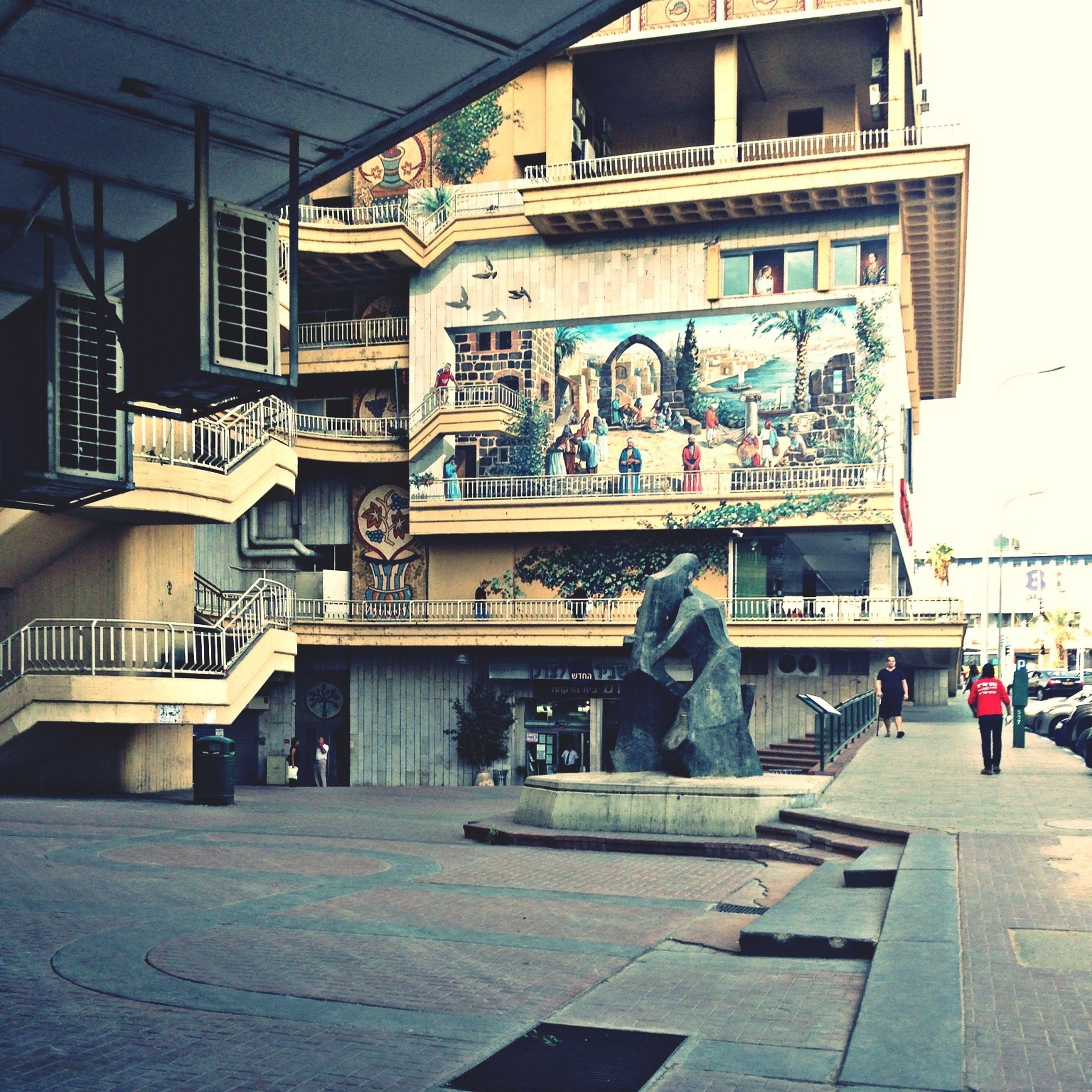 architecture, built structure, building exterior, art, art and craft, human representation, men, creativity, building, city, lifestyles, sculpture, statue, person, day, leisure activity, city life, outdoors