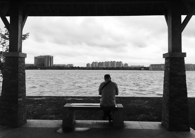 Long Fleuve Tranquille People Day EyeEm Gallery Young Adult Person Casual Clothing Season  Nature City EyeEm Nature Lover Rainy Days Man China Blackandwhite Tranquility Lake Daily Life Thinking