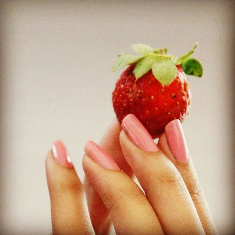 Strawberry Red Pink Nailpaint Perfect Click