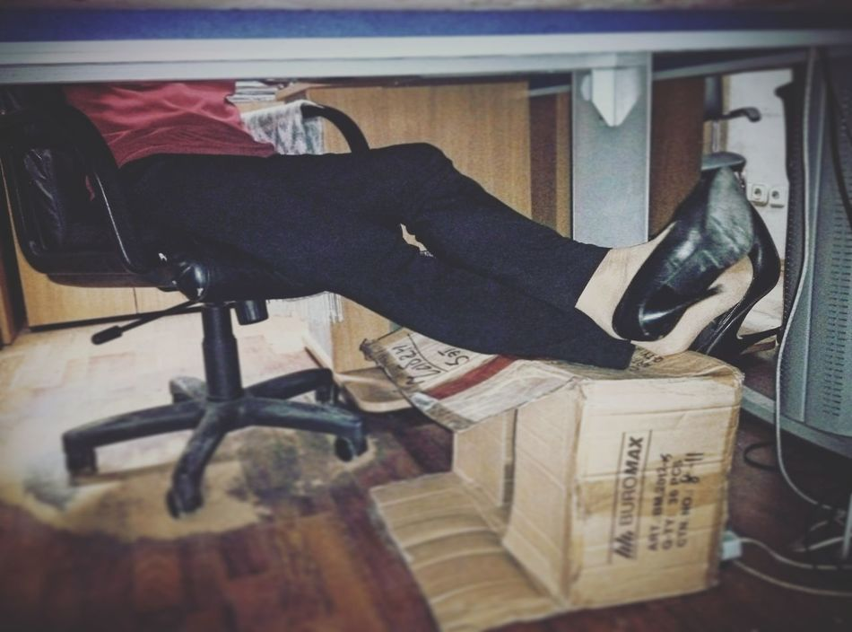 My colleague and friend. How to make analyst's working day easier? - A box.😀WomeninBusinessTaking Photos Office Officelife Working Day Underthetable Workspace Workday Legs Comfortable Comfortablethisway