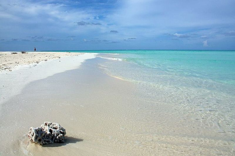 Sea Horizon Over Water Beach Water Tranquil Scene Scenics Tranquility Sky Transportation Mode Of Transport Sand Vacations Shore Tourism Cloud - Sky Travel Destinations Nature Tourist Blue Beauty In Nature Maldives Beauty In Nature Nature Vacations Island