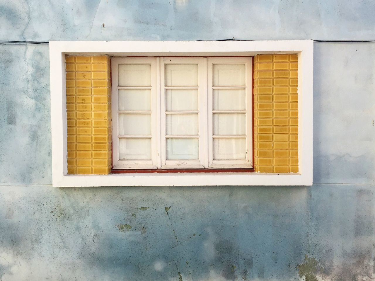 Symmetry Symetry Window Closed Window  Tiles Tilesphotography Architecture Built Structure House Yellow Building Exterior Architecture No People Wall Wallporn