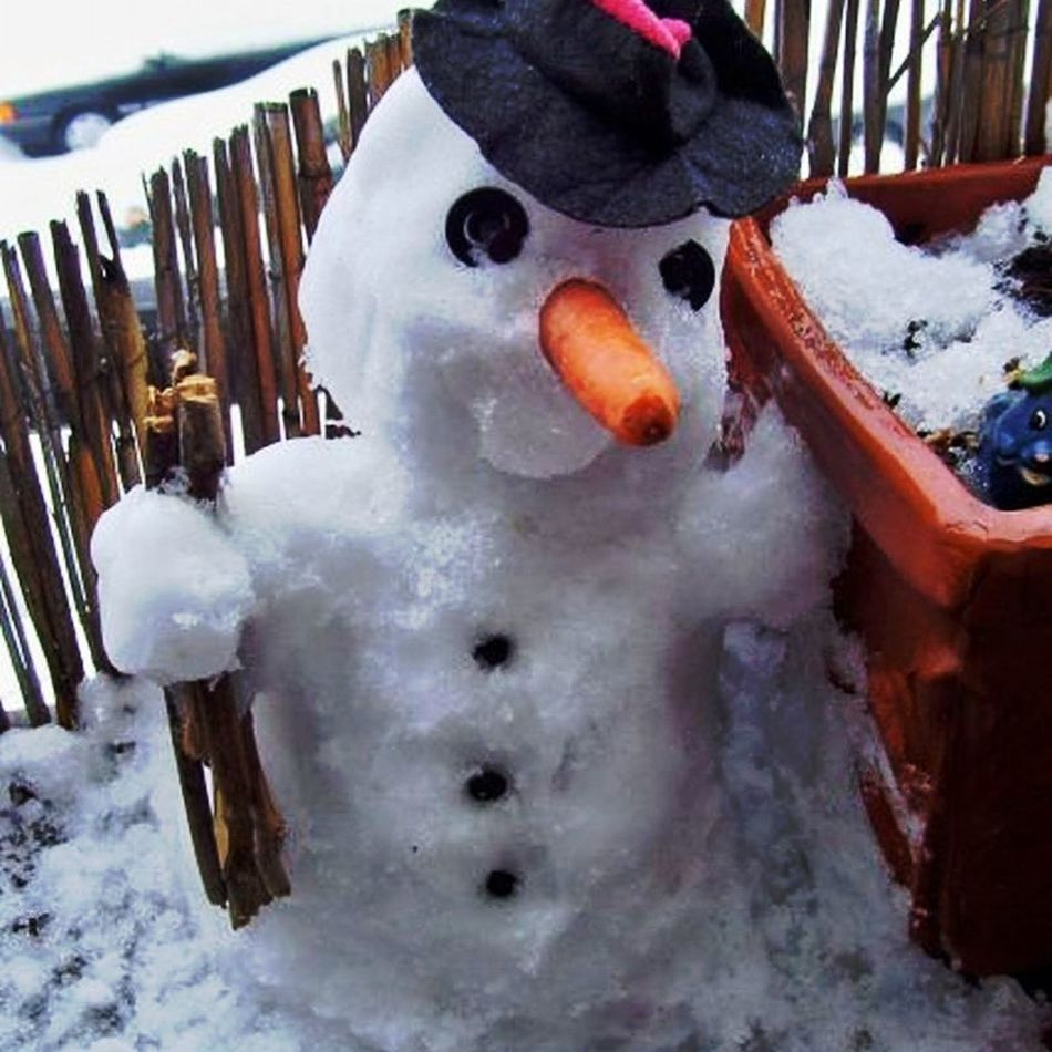 Selfmade😉😍 from 2010 Close-up Balkony View Beauty In Winter😍 Enjoy The Little Things Tranquility Cold Outside,time For Creativity😎 Express Yourself ❤ I Make My World The Way I Like It😍 little snowmen For My Friends 😍😘🎁 Cozyhome Enjoying The Veiw