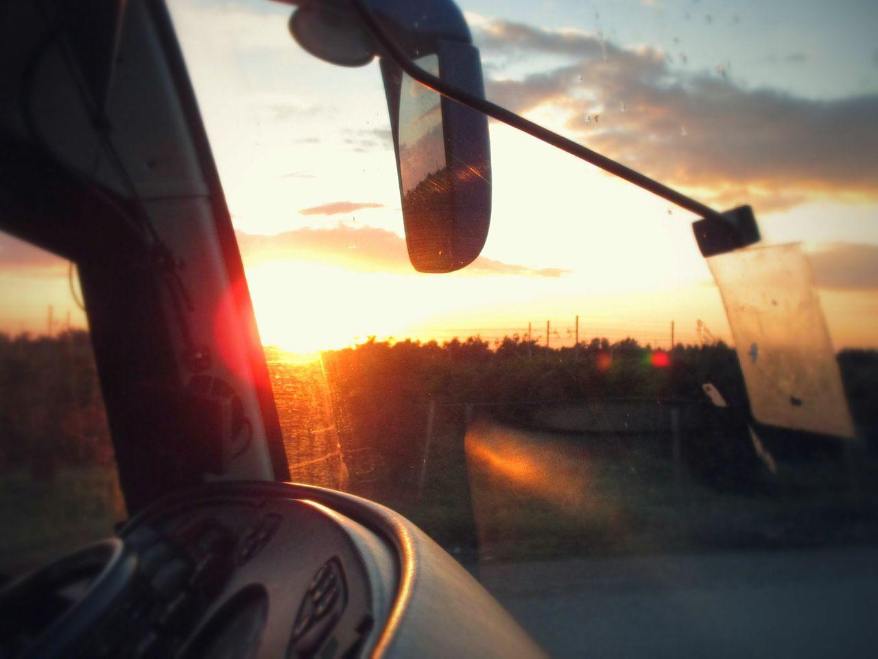 Continuo ancora a chiedermi quale sarà l'ultimo sole che tramonterà sul mio ultimo viaggio. Traveling Bus Sunset Silhouettes Canonixus The Road Goes On Forever