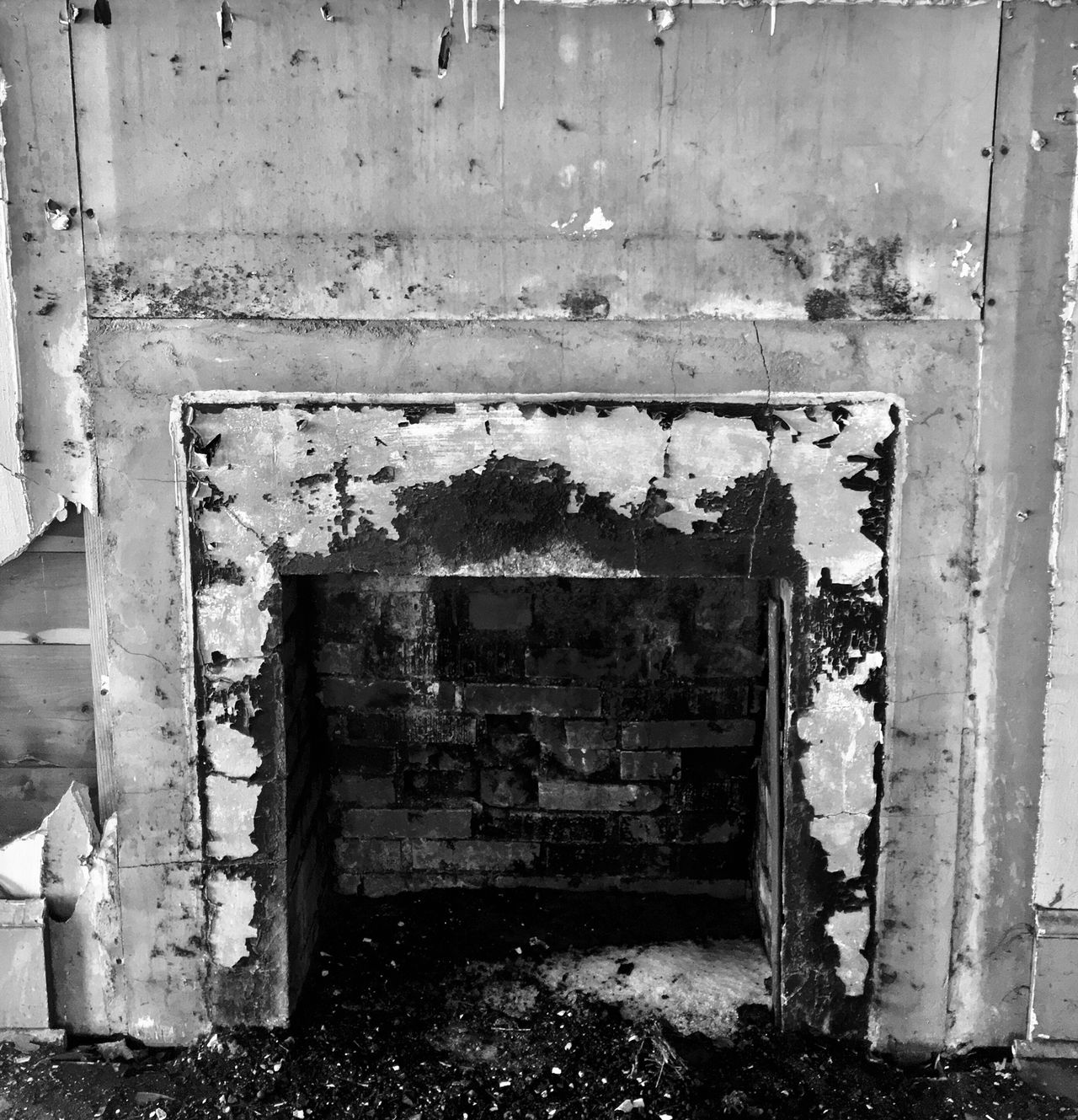 Built Structure Door Architecture Entrance Abandoned No People Outdoors Building Exterior Weathered Day Broken Glass Abandoned Places Abandoned Buildings