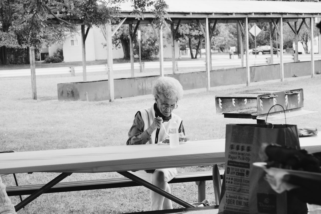 Woman Old Woman Elderly Woman Black And White Black And White Photography Alone Loneliness Old Age Aging Age Park Bench Eyeemphoto Monochrome Photography MonochromePhotography Snap a Stranger What Who Where Enjoy The New Normal My Year My View Women Around The World BYOPaper!
