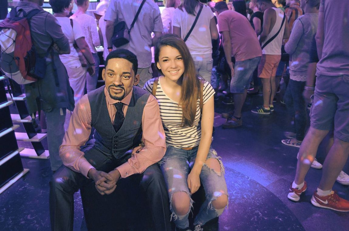 Get a picture with my favorite artist *-* Love ♥ Model Me :)  and Will Smith