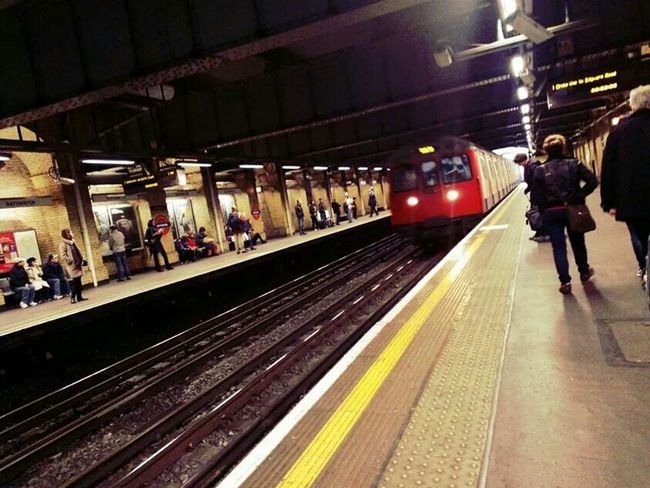 mind the gap London Calling Metro London Tube Manolo Perulli Fotografie Hello World Shootermag The EyeEm Facebook Cover Challenge Urban Life