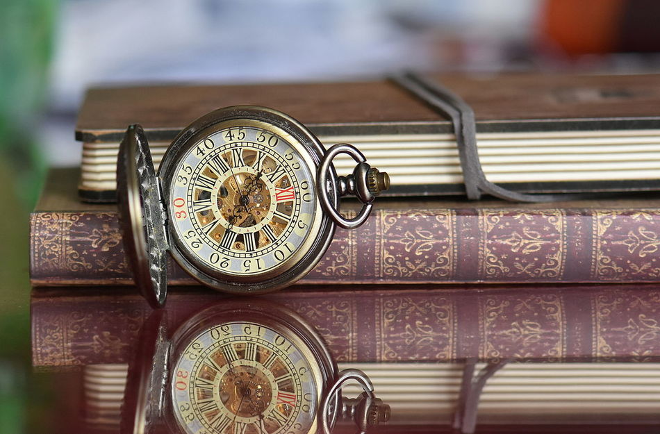 Books Books ♥ Close-up Indoors  No People Old-fashioned Pocket Watch Pocket Watch, Antiques, Eyeem Best Edits, Retro Styled Technology Time