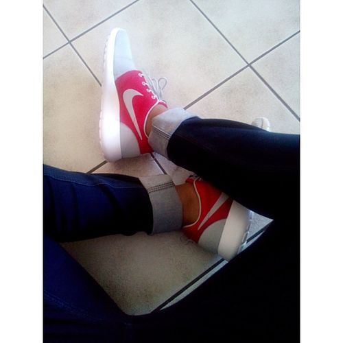 Nike incorporates beauty in every shoe they design Nike✔ Rosherun Vscocam Sissyboy Nikewomen