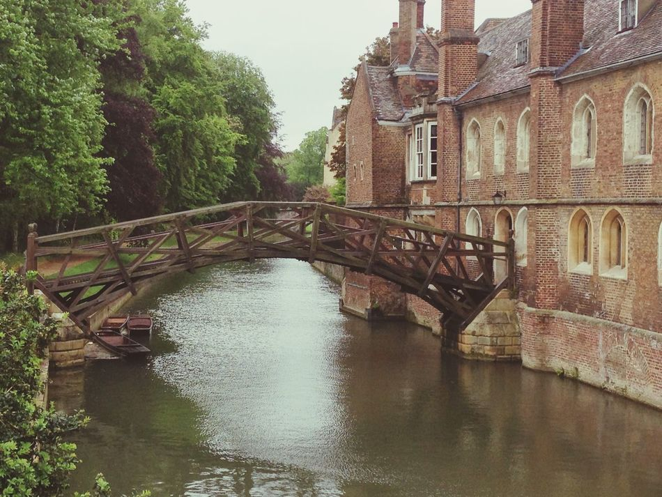 The most Famous Wooden Bridge - Mathematical Bridge was designed and built by Sir Isaac Newton without the use of nuts or bolts.???? Queen's College Cambridge United Kingdom Historical Structures Mechanical Engineering