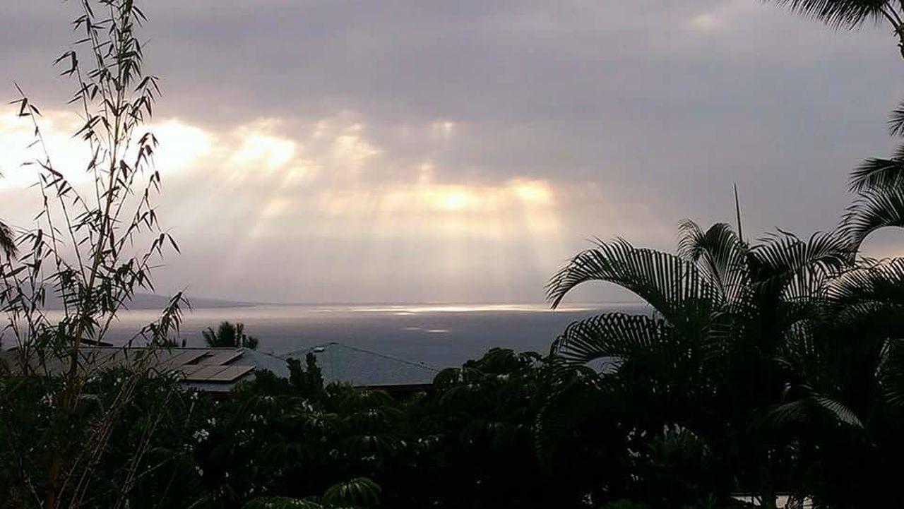 Maui Life Ocean View Maui Hawaii Kihei, Maui Beautiful Nature Nature Sun Rays Sun Rays Through The Clouds