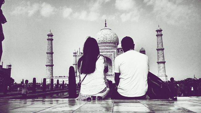 Good Relationship Is Like Tajmahal, Everybody Will Wonder How Beautiful It Is. But Nobody Can Understand How Difficult It Was To Build.!! What I Value Bestoftheday Peoplephotograpy Capture The Moment PhonePhotography Photography Taking Photos Check This Out EyeEm Best Shots Eye4photography  People Photography Silhouette Enjoying Life Minimalism Minimalobsession Photooftheday Turn Your Lights Down Low Learn & Shoot: Layering The Places I've Been Today Black And White Travel How You Celebrate Holidays Peoplephotography Perspective Eye4India