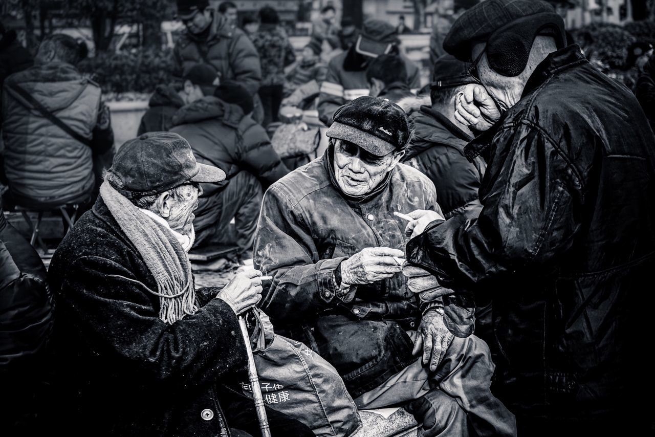 A sunny afternoon in this winter From My Point Of View My Street Photography My City Crowd Oldman Chat Streetphotography Shanghai Shanghailife Shanghai Photography Taking Photos Urban Exploration Blackandwhite Black & White