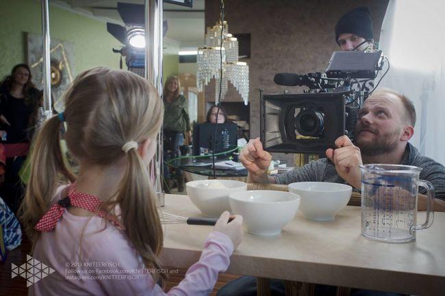 Differen view of overshoulder - life on set filmset behind the scenes buissnes woman Director filmmaker mompreneur Setlife knitterfisch Knitterfisch