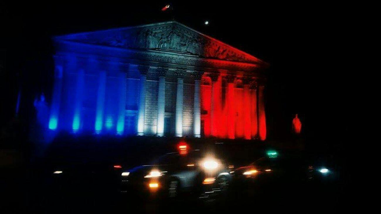 Blurred lights / Blurred Lights Bleublancrouge Lights Patriotic France ParisAttacks Coloredlights Fluctuat Nec Mergitur Paris Nightlife
