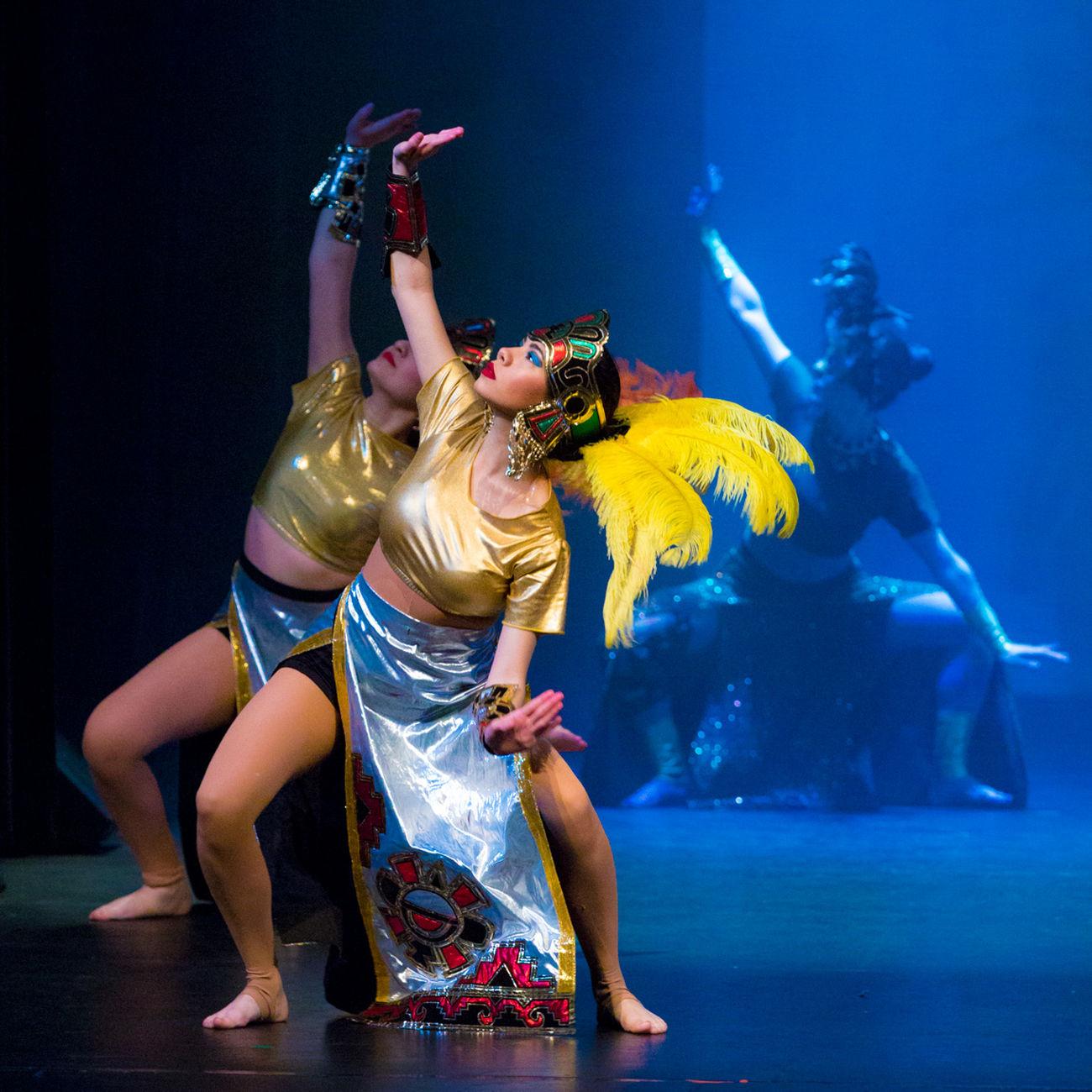 Folklorico Folk Dance Aztec Aztlan Aztlan Culture Stagephotography Stage Photography Lowlight Lowlightphotography Indian Native Dancer Native Dress Native Dance Hispanic