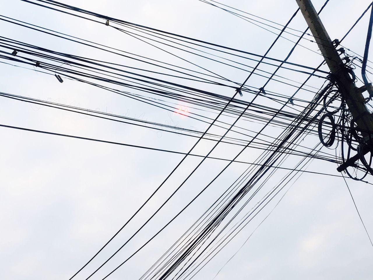 วุ่นวาย ปวดหัว Cable Power Supply Power Line  Electricity  Connection Fuel And Power Generation Electricity Pylon Low Angle View Sky Technology Telephone Line No People Complexity Outdoors Electricity Tower Day Telephone Pole Electric Pole