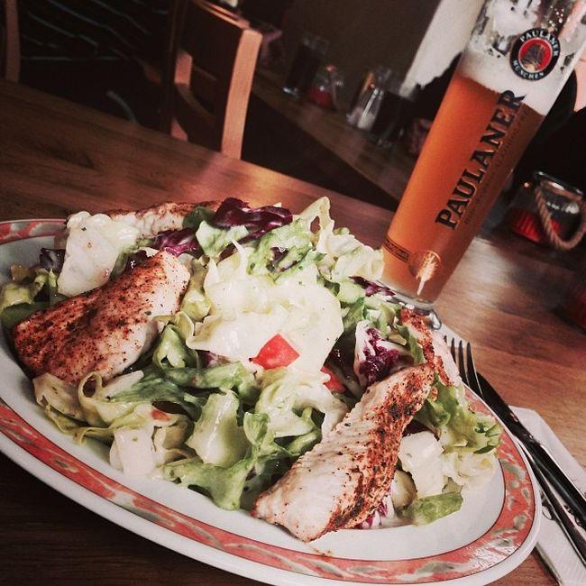 Salat mit Putenbrust... auch lecker. Brennerhof Tuttlingen Putenbrust Beer Food Foodkoma Essen Turkeybreast Salad Turkey Bier Foodporn Salat Weissbier Paulaner  Immendingen
