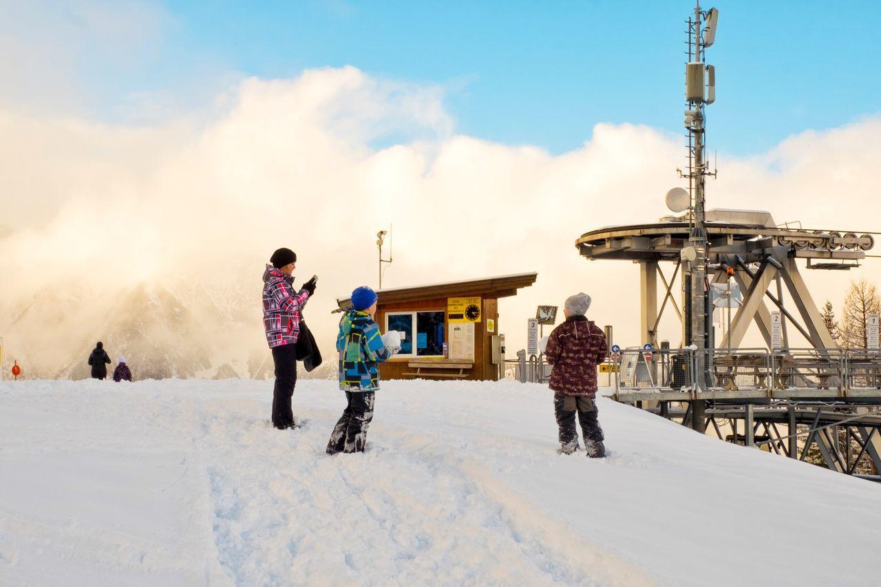 Beautiful stock photos of danke, winter, snow, cold temperature, full length