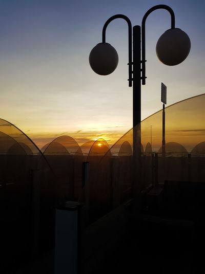 Light Sunset Silhouettes Sunset_collection Glass Glass - Material Horizon Over Water Nature Orange Color Silhouette Sky Streetlights Sun Sunset Sunset #sun #clouds #skylovers #sky #nature #beautifulinnature #naturalbeauty #photography #landscape Window Windscreen