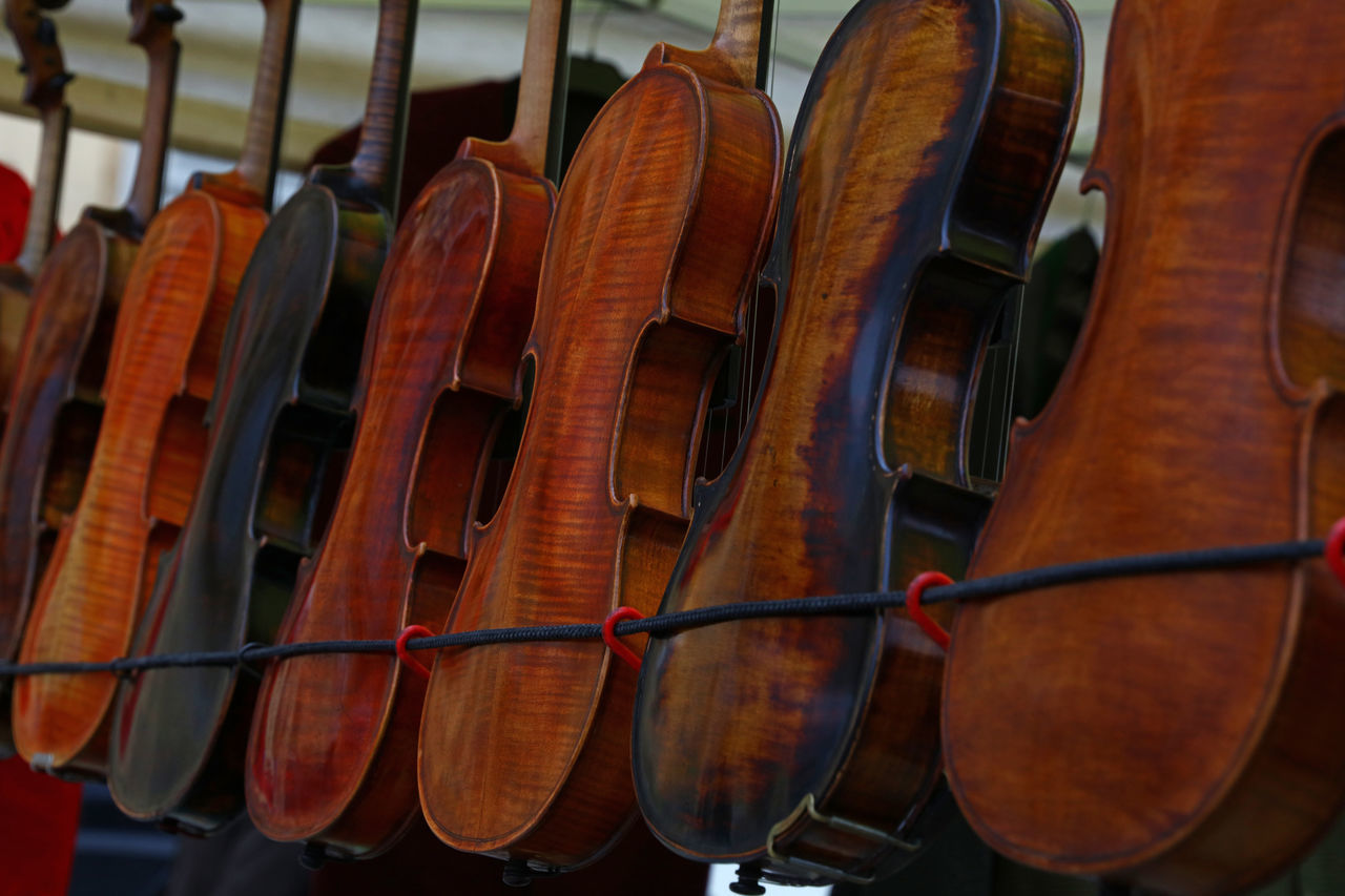 Vintage old violins at retail market sale on Flohmarkt (flea market) of Vienna Arranged Arts Culture And Entertainment Beautifully Organized Classical Music Close-up Day Display Flea Markets Flohmarkt In A Row Music Musical Instruments No People Old Retail  Selection Shop Store String Instrument Variation Vintage Violin Wood - Material