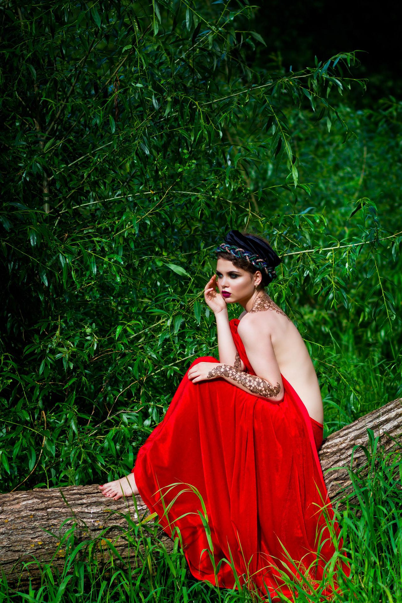 Beauty Beauty In Nature Girl Green Leaves Mehendi Mehendi Art Red Showcase July Trees