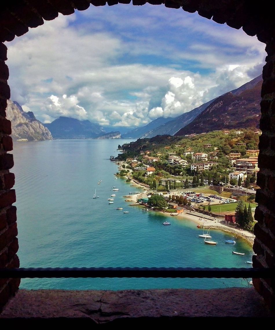 Acqua Barche Finestra Lago Di Garda, Italy Montagne Scorcio Poetico Sky And Clouds Torre Veduta Panoramica