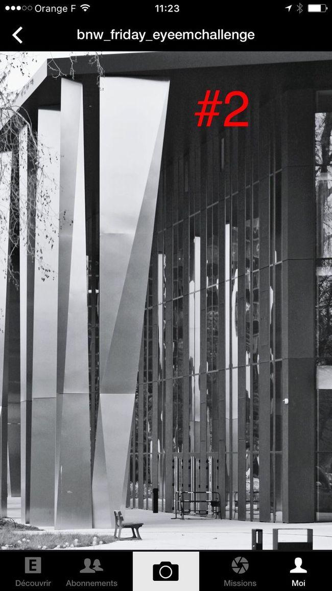 Bravo @brunhildeschmid j'aime beaucoup cette photo !! Le + la présence du petit banc :-) .. Bnw_friday_eyeemchallenge Bnw_architecturelines