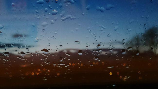 Time to go to bed Evening Glow Rain Window City Lights Sony Xperia Z2