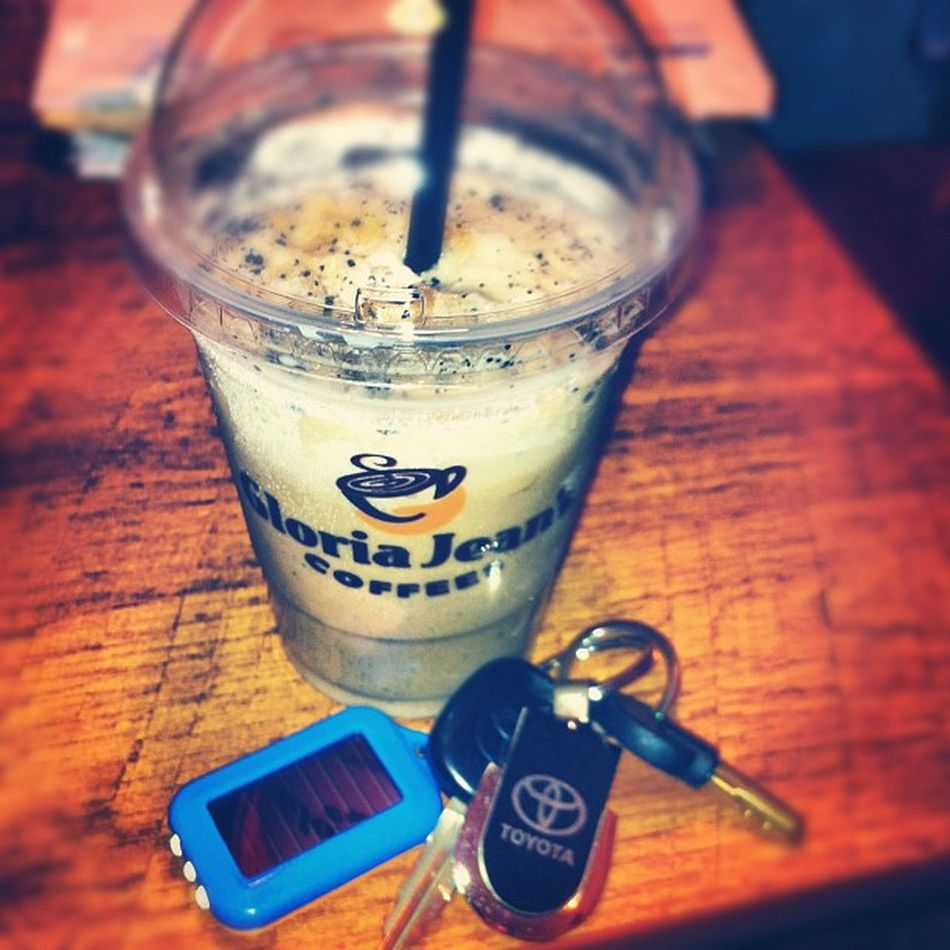 Well! Don't I have an amazing Daddyo ! He put Petrol in my Car and bought me Caramelvoltage ! Mmmm...with my money though! Haha gloriajeans latenightcravings coffee coffeeaddict nosleep